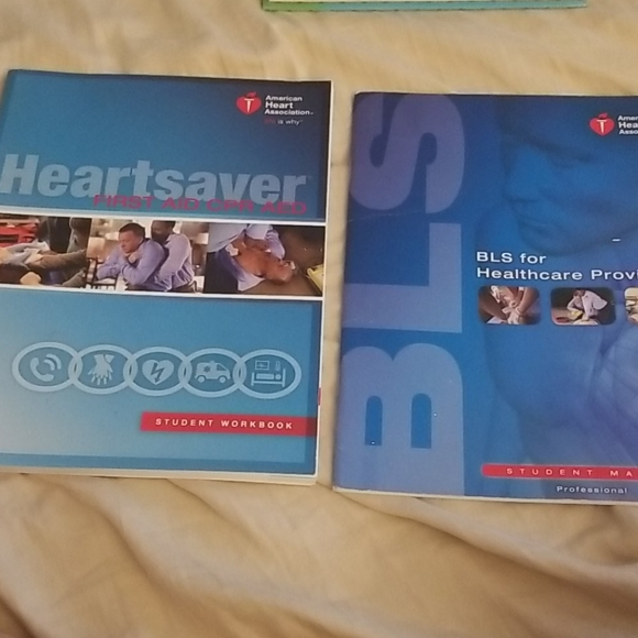 ❤❤2 books heartsaver first aide, CPR,AED😊❤